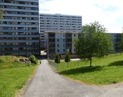 The Vadmyra housing cooperative is one of Bergen's largest housing associations, with 551 apartments in four high-rise buildings and six low-rise buildings.